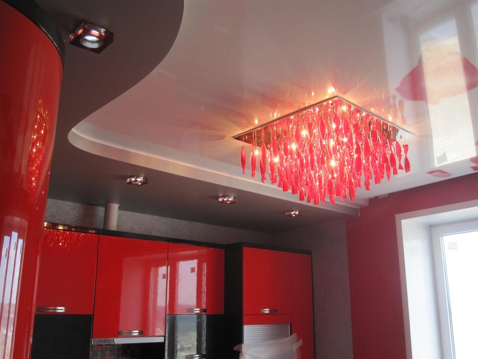 Натяжной потолок на кухне: Фото идеальных решений