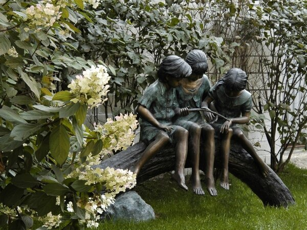 Садовая скульптура – правила размещения в саду