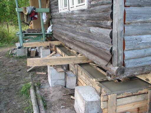 Как обновить фундамент под старый деревянный дом